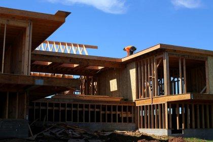 Hurricane Florence, rising mortgage rates hurt U.S. homebuilding