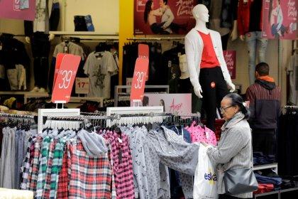 Varejo e serviços sustentam atividade e economia brasileira cresce 0,47% em agosto, diz BC