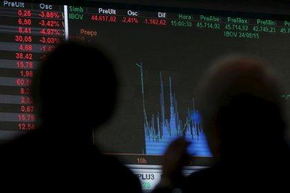 No fim de sessão volátil, Ibovespa fecha quase estável seguindo Wall Street