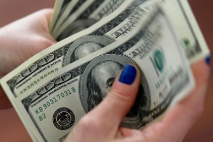 Dollar bolstered by Fed minutes, sterling remains under pressure