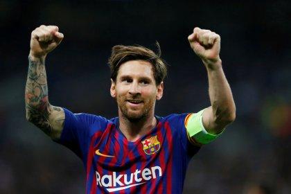 Messi es un capitán ejemplar que enseña en el campo de juego, dice Abidal