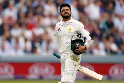 Pakistan's Azhar sees lighter side of brain-fade run-out