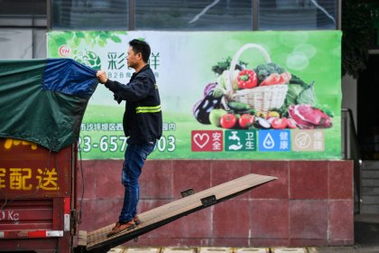 China economic growth weakest since 2009, government moves to lift confidence