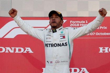 """Hamilton cree que es una locura pensar que puede igualar record de Fórmula Uno del """"padrino"""" Fangio"""
