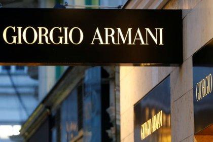 Владелец Armani не намерен продавать компанию -- газета