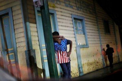 Los migrantes hondureños en caravana deberán hacer un trámite individual para entrar en México