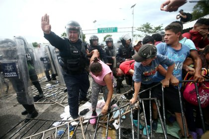 Migrants camp on bridge between Guatemala and Mexico as U.S. pressure mounts