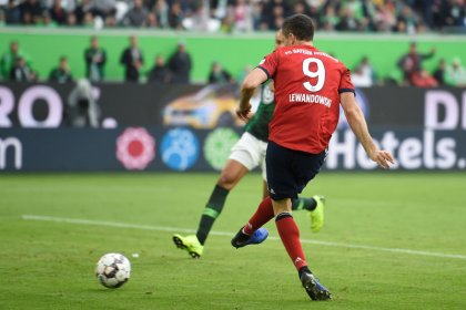 Lewandowski double hands Bayern first win in five games
