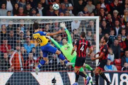 Southampton hold on to claim vital point at Bournemouth
