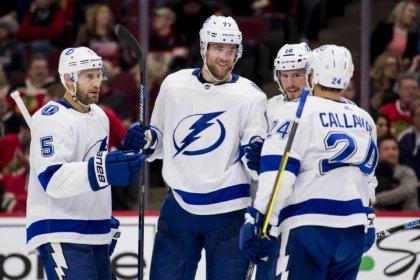 NHL roundup: Lightning win behind record 33-shot period