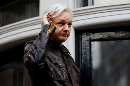 Assange dice que Ecuador busca poner fin a su asilo