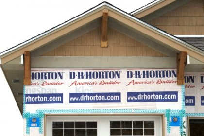 D.R. Horton forecasts weak home sales, shares fall 10 percent