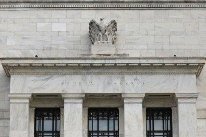 Fed mantém juros estáveis e diz que economia avança como previsto