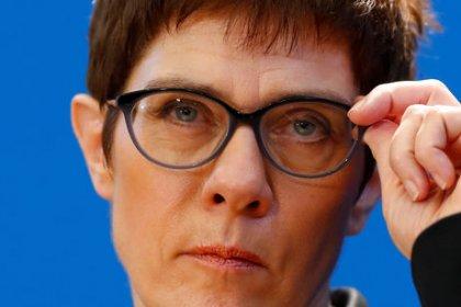Kramp-Karrenbauer im Rennen um CDU-Vorsitz in Führung