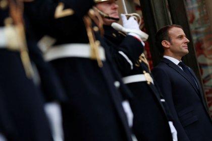 """Entre Pétain et carburant, semaine d'""""itinérance"""" mouvementée pour Macron"""