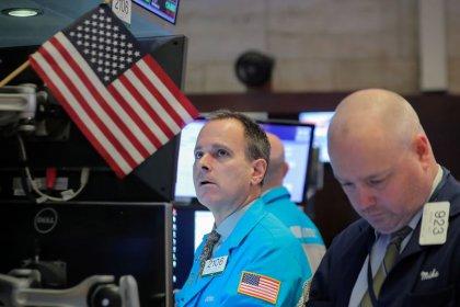 Уолл-стрит снижается вслед за акциями Apple и других компаний техсектора