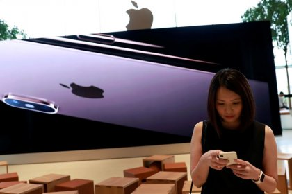 Fears of peak iPhone rattle Asian Apple suppliers