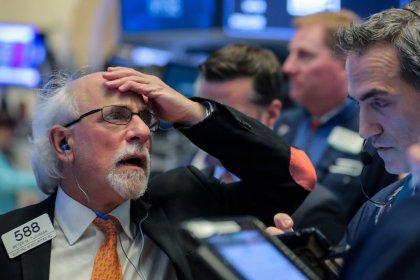Dow, S&P снижаются под давлением акций Apple, Home Depot