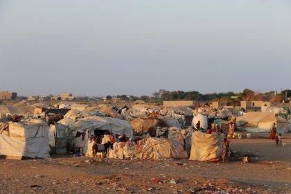 Families get food in Yemen's Hodeidah during lull in fighting