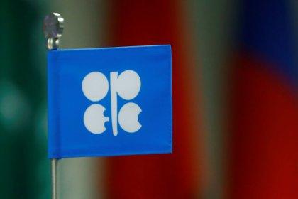 مصادر: أوبك وشركاؤها يناقشون خفض معروض النفط بما يصل إلى 1.4 مليون ب/ي