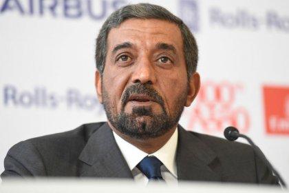 طيران الإمارات تحذر من 6 أشهر مقبلة صعبة مع تراجع الأرباح