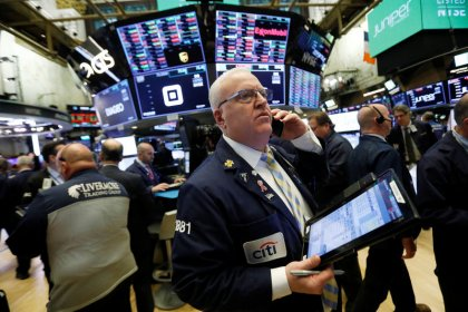 Уолл-стрит в минусе из-за отчетов компаний, беспокойства о Brexit