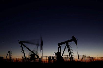 Нефть дорожает в ожидании сокращения добычи ОПЕК