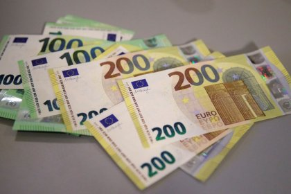اليورو يلتقط أنفاسه مع هيمنة أزمة انفصال بريطانيا على الأسواق