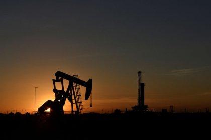 Цены на нефть могут завершить неделю в минусе, несмотря на перспективу сокращения добычи