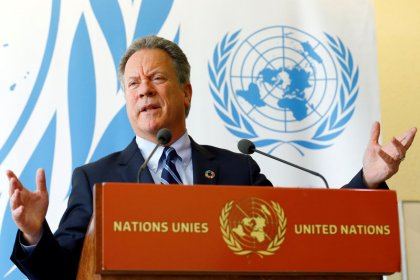 """المدير التنفيذي لبرنامج الأغذية العالمي: رسم بسمة على وجه طفل يمني مثل """"دغدغة شبح"""""""