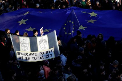 Czechs rally against PM Babis on Velvet Revolution anniversary