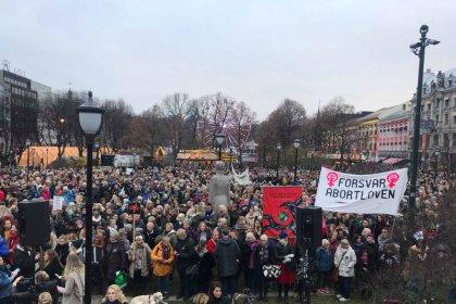 Manifestación multitudinaria en Noruega contra la restricción al aborto