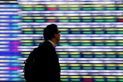 Asia shares edge ahead, Fed caution drags on dollar