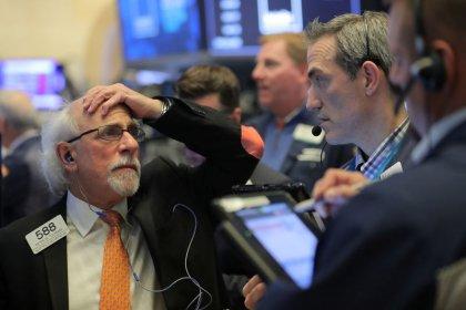 Уолл-стрит снижается из-за Apple, беспокойства о торговле