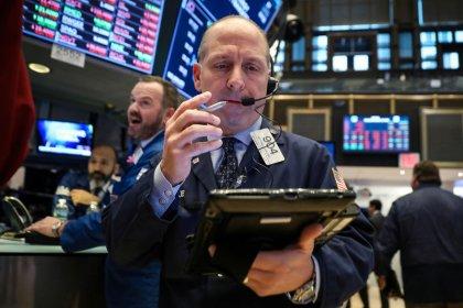 Уолл-стрит упала вслед за Apple, акциями интернет-компаний