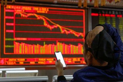 Рынок акций Китая снизился максимально за 3 недели, Гонконг закрыл торги в минусе