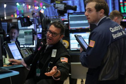 Wall Street turns positive after release of Fed minutes