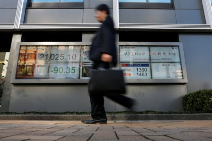 World stock markets struggle to finish strong after wild week