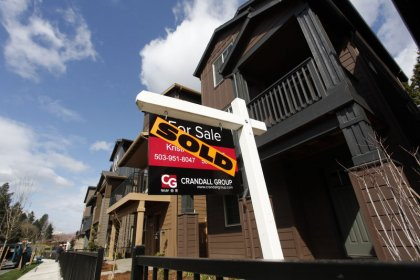 Many more Americans seek home loans as rates drop: MBA