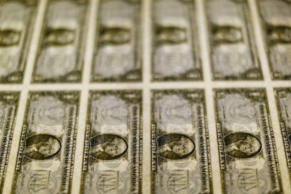 Dólar fecha abaixo de R$3,70, no menor nível desde outubro, por otimismo com exterior e Previdência