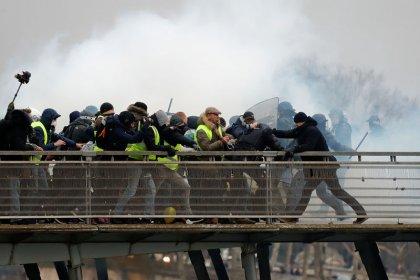 Empresas francesas amargam prejuízo milionário com protestos de 'coletes amarelos'