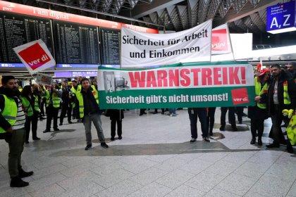 Streikwelle an Flughäfen - Luftverkehr erheblich gestört