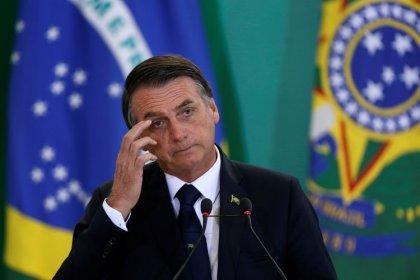 Bolsonaro firma un decreto que flexibiliza la compra de armas en Brasil