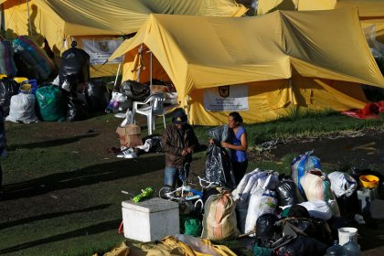 Colombia despeja un campamento de migrantes de Venezuela mientras continúa el éxodo