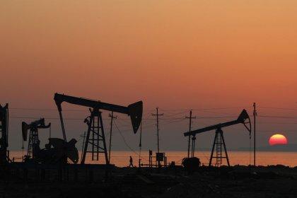 Нефть в плюсе за счет сокращения добычи ОПЕК