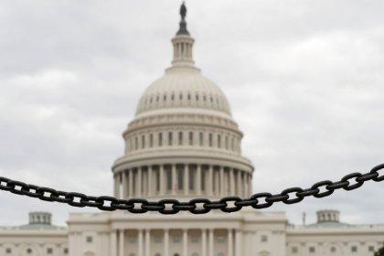 Сенат США одобрил рассмотрение резолюции против снятия санкций с Русала и En+