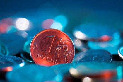 Рубль достиг 4-недельных пиков на фоне роста нефти и перед аукционами ОФЗ