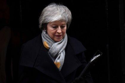 Парламент Британии рассмотрит вотум недоверия Мэй после провала сделки о Brexit