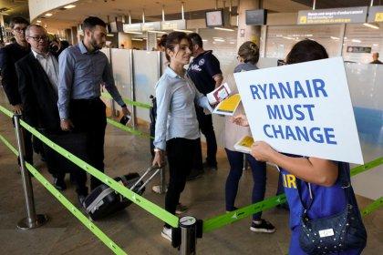 Ryanair, sindacati piloti sospendono negoziati in diversi paesi