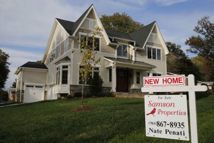 U.S. mortgage applications climb to 11-month high: MBA